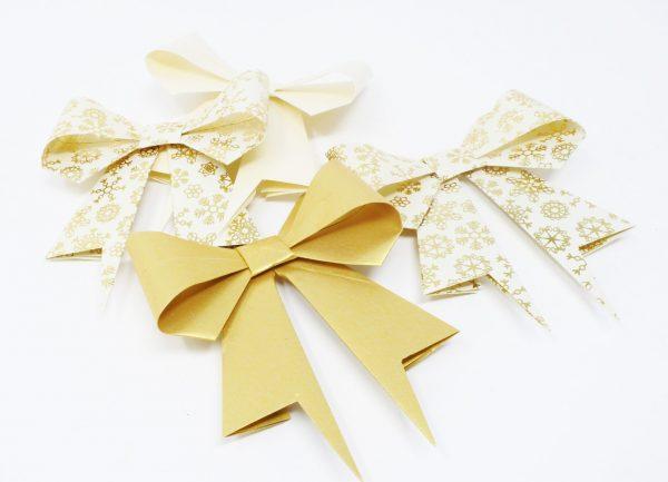 Noeud cadeau dorés